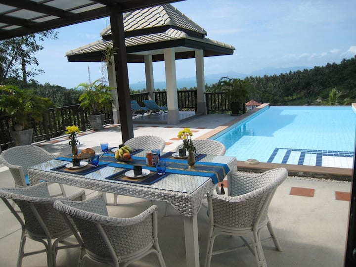 Luxurious house with sea view - 2 swimming pools