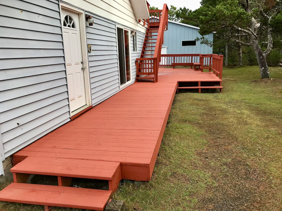 Side deck with parking.