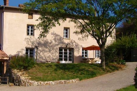 Chambres d'hôtes Chez Carole & Lionel. - Reventin-Vaugris