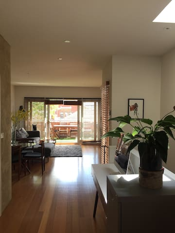 2 story Warehouse apartment - Richmond - Apartment