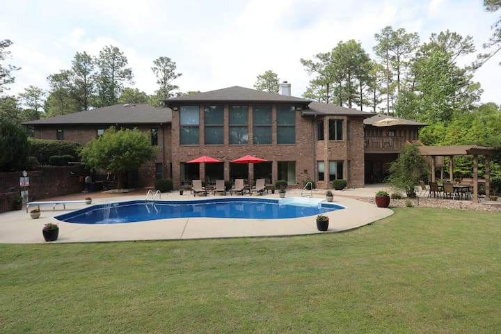 6 BR/4.5 BA, Large Pool, Theater, Exercise Room