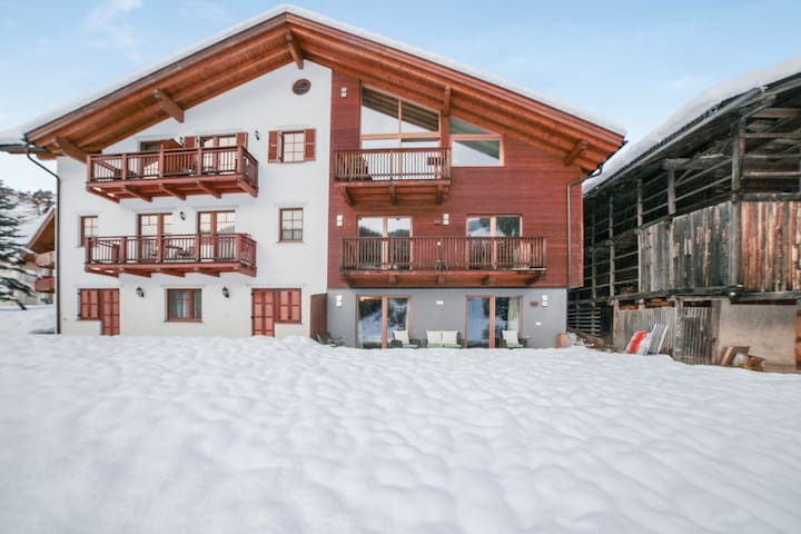 Gorgeous Apartment Close to Ski Lifts with Wi-Fi, Parking and Garden; Pets Allowed