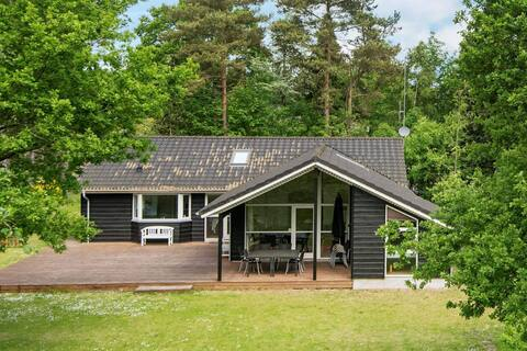Vibrant Holiday Home in Ebeltoft with Whirlpool