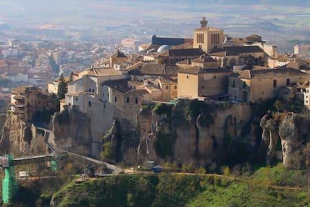 Habitaciones en casa tipica comoda y muy tranquila - Cuenca