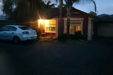 Close to beach and city. - Queenstown - Hus