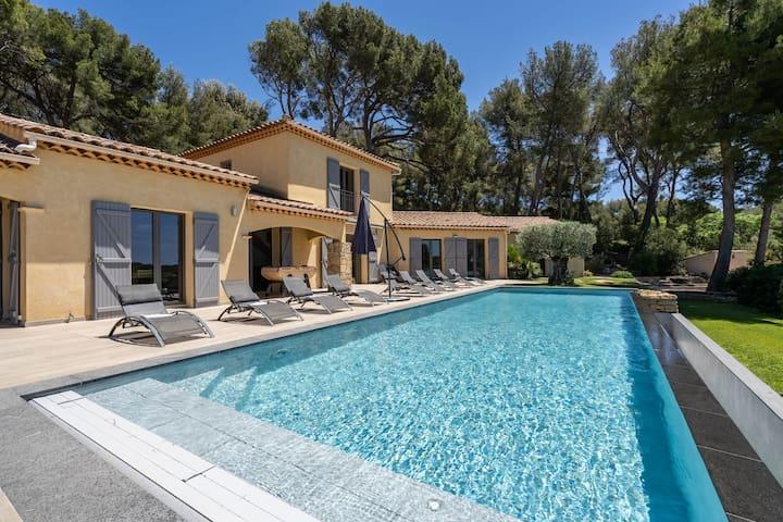 Villa luxueuse vue mer et piscine à débordement