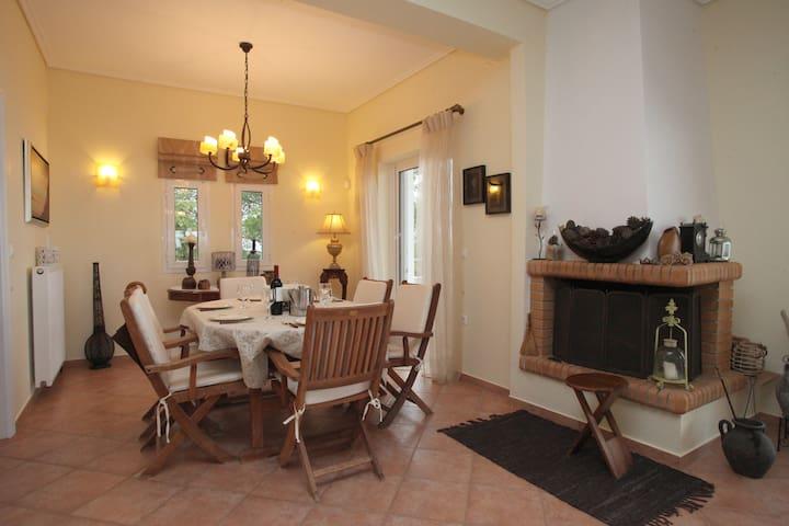 Villa EVMaria - Theologos - Casa