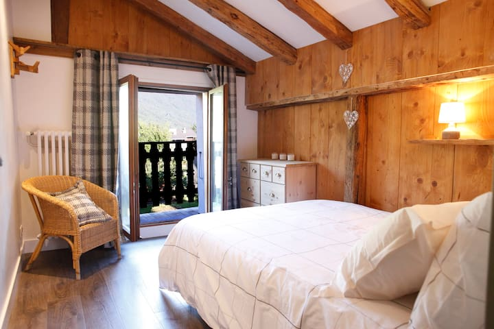 Chalet 9 pers. with sunny garden in Samoëns - Samoëns - House