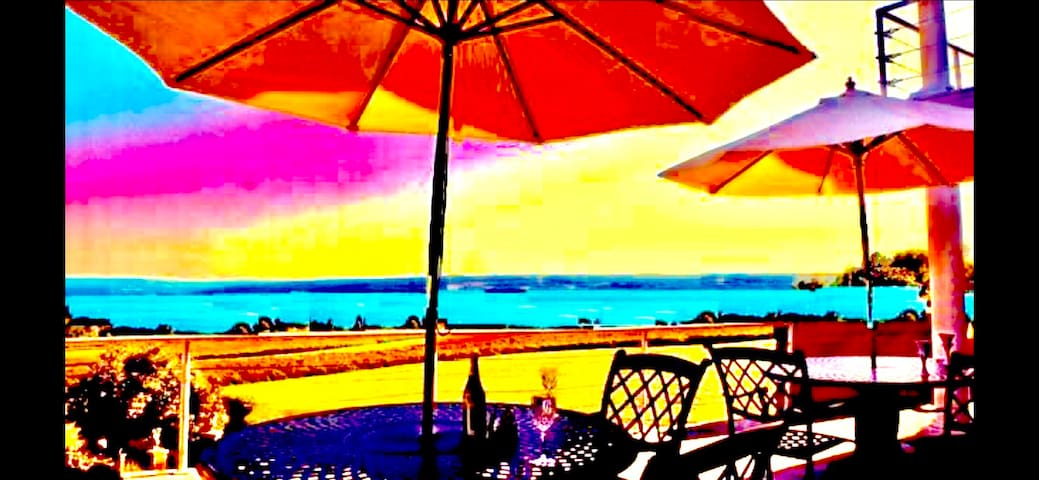 Cayuga Lake Inn 'Boutique Hotel'  Café - Hot Tub