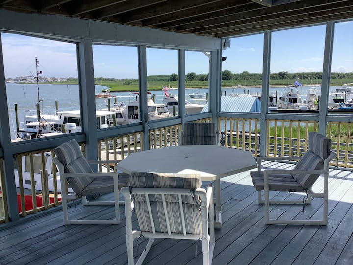 2 bdrm unit w/private pier on bay, close to beach