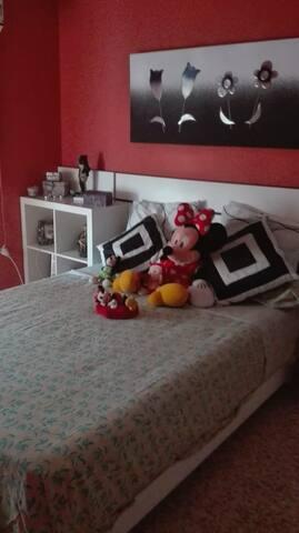 Habitación cama matrimonio en Ronda Norte (Sevilla
