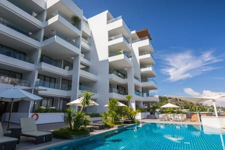 Luxurious, spacious and light; Near best beaches