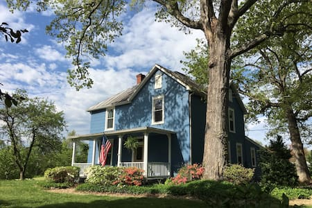 Charming Restored Farmhouse Minutes from Culpeper - Culpeper - 一軒家