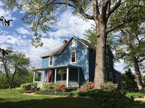 Charming Restored Farmhouse Minutes from Culpeper