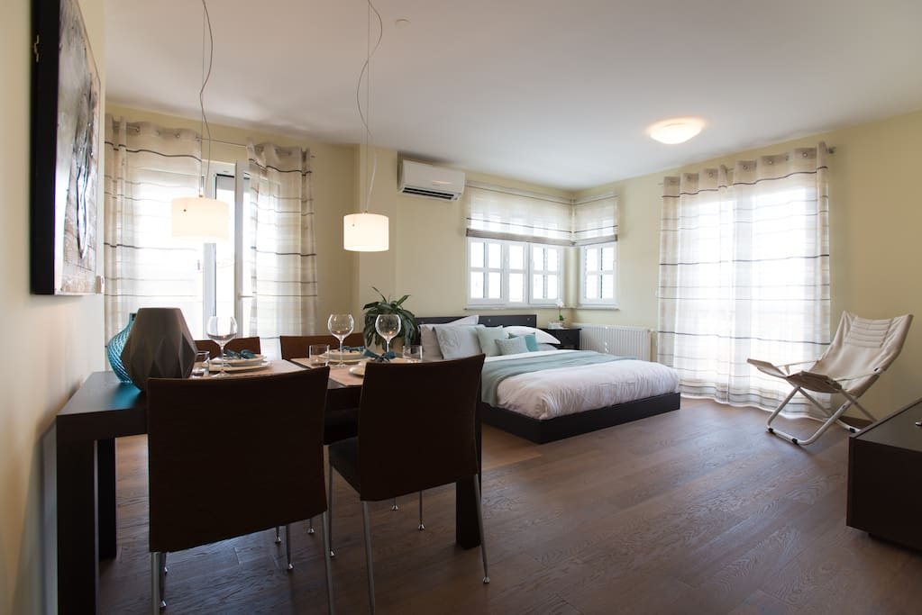Designed for families or friends needing two beds, this spacious Apt feels like a 5-star hotel.