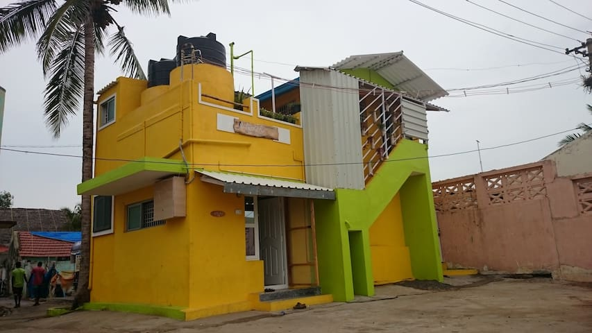 99 Steps From The Sea - Simple House on the Shore - เชนไน - บ้าน