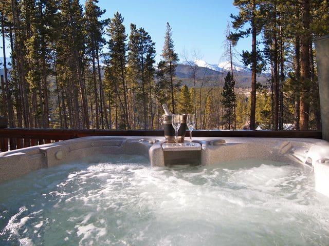 Mtn Views, Hot Tub, Close to Skiing