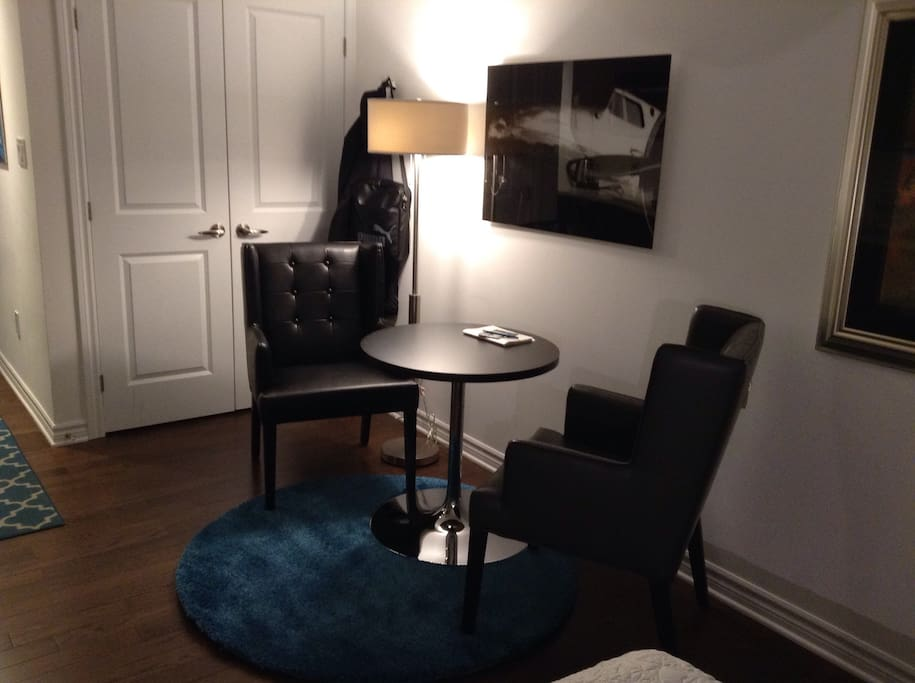 Nicely laid out for relaxed comfort in stylish surroundings.  Cozy not cluttered in this Centretown oasis.