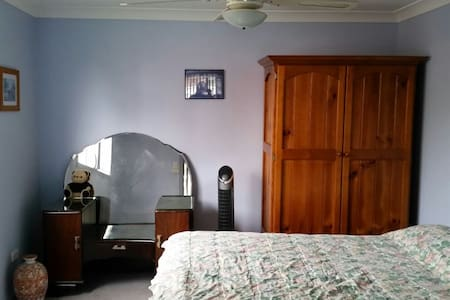 1 bed with ensuite & living space