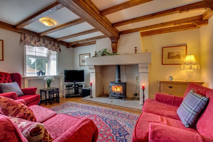 North York Moors  - cottage with private HOT TUB