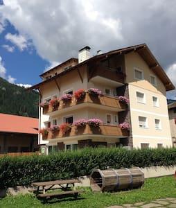 B&B in the Dolomites - Family room 1 bathroom - Predazzo val di fiemme - Bed & Breakfast
