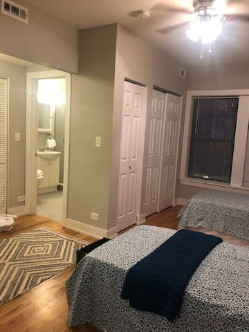 Great place - two beds near boystown/Wrigleyfield