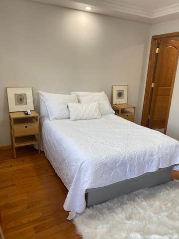 Cozy room in flushing queens close to JFK and LGA
