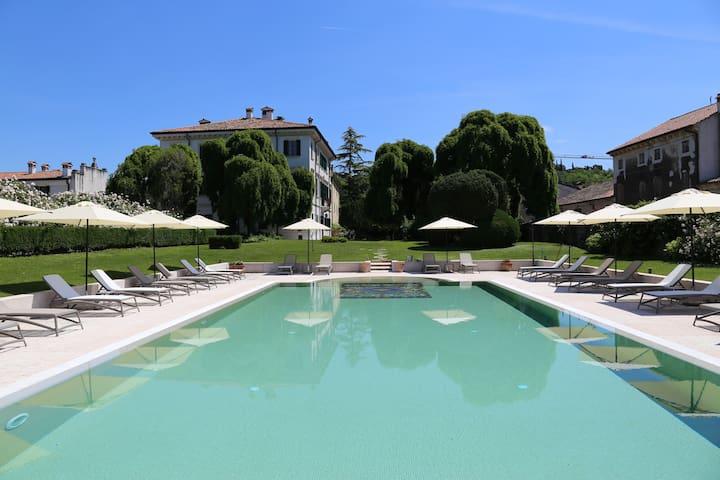 Camera Matrimoniale vista giardino - Villa d'Epoca
