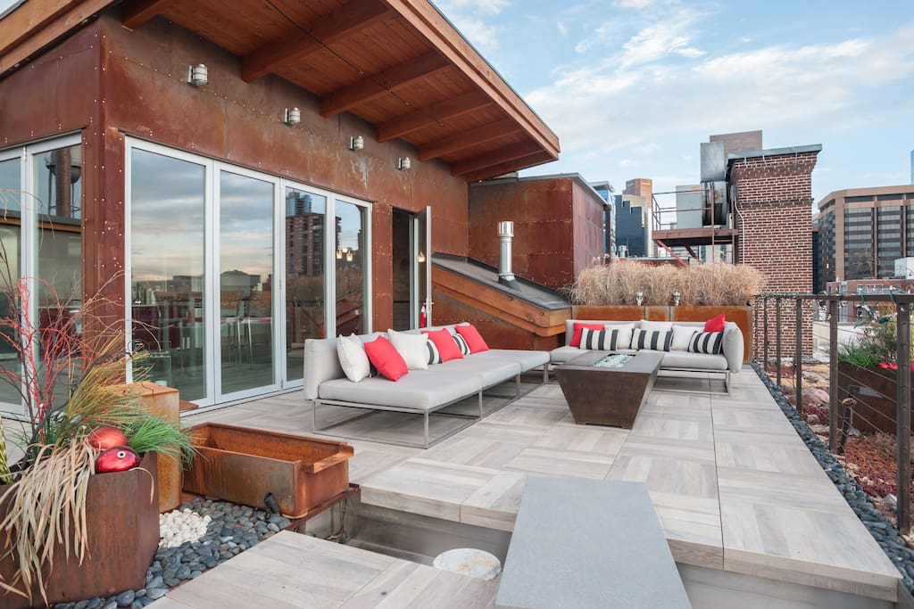 Private 1000sf rooftop