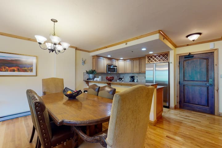 Classic Ski Condo in Ski-In/Ski-Out Complex w/Shared Hot Tub & Pool, W/D, WiFi!