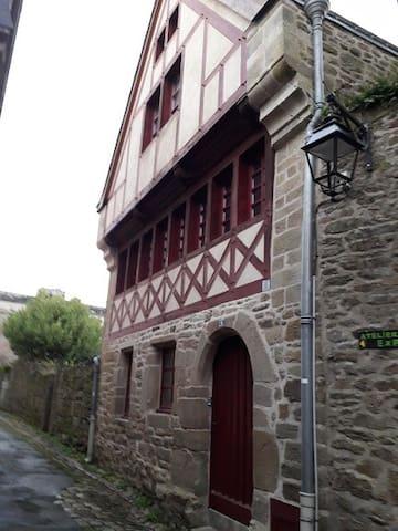 l 'appartement est au 1er étage