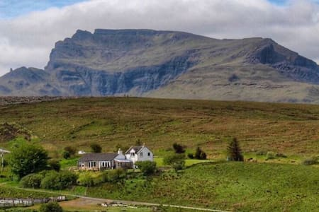 Lealt Falls House Holiday Cottage - Isle of Skye - Huis