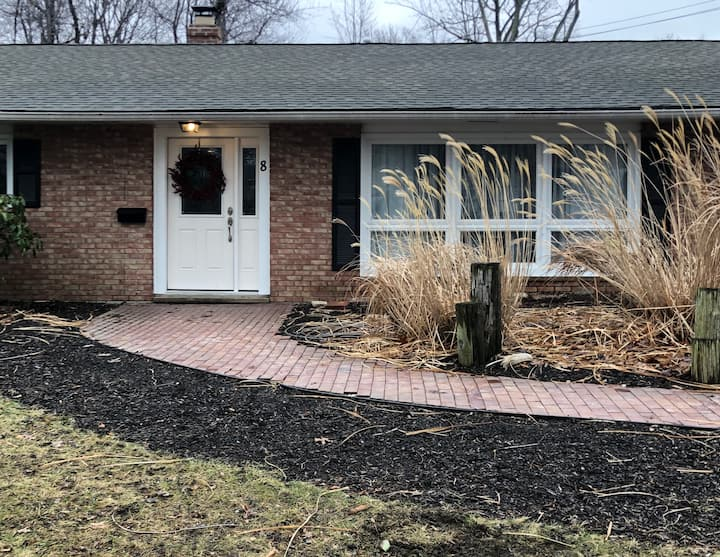 Newly remodeled ranch home in Village by Lake Erie