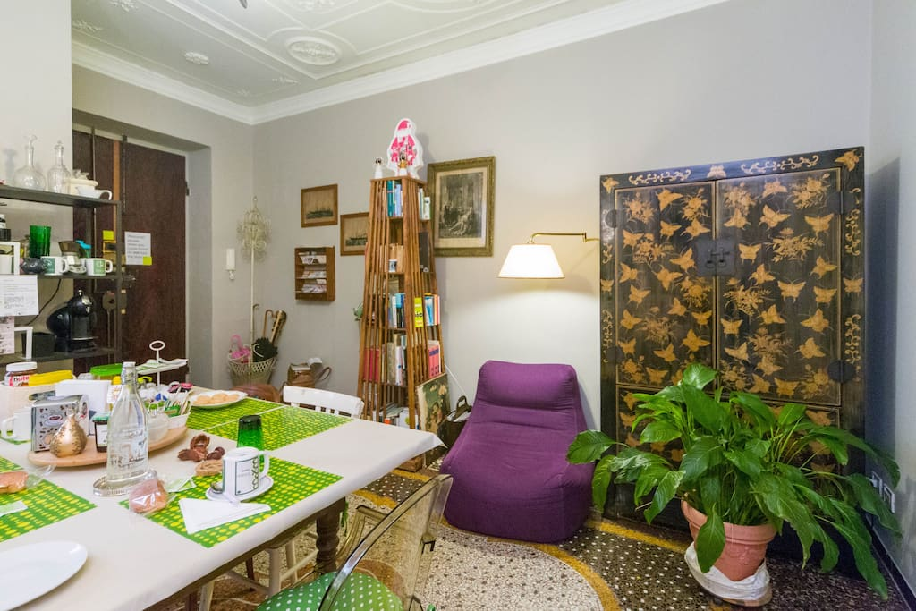 breakfast room/living room