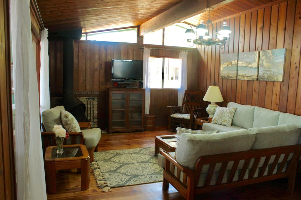 Canadian cedar cabin lakefront at toledo bend cabins for Living room zwolle