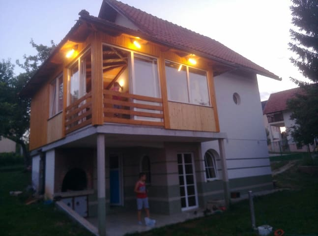 """Cottage """"Eminem"""" with garden and view of Sarajevo"""