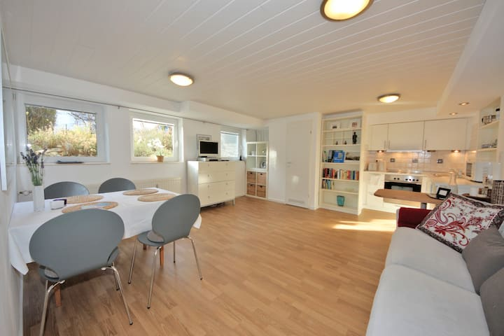 Modern Apartment Lake Starnberg - Feldafing - Appartement