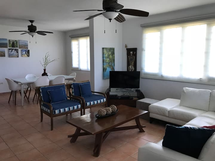Sunset Villa | Sleeps up to 8 | WiFi & Cable TV!!!