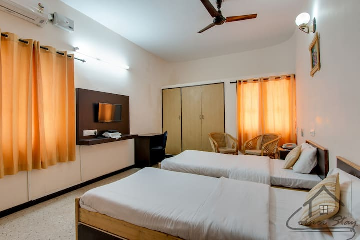 CornerStay-RaceCourse-Standard- Pvt - Coimbatore - Bed & Breakfast