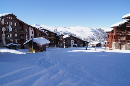 ski in/out at 2050m, fantastic location +free wifi