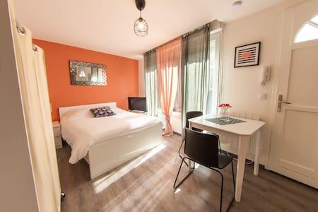 Studio-Prestige-Salle de bain et douche-Terrasse
