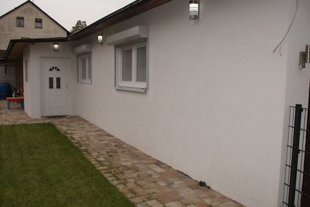 Sonnige, ruhige separatstehende 2 Zimmer Apartment - Karlsruhe - Gästehaus