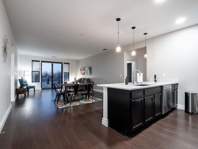 Stunning Apartment, Heart of Little Italy #403