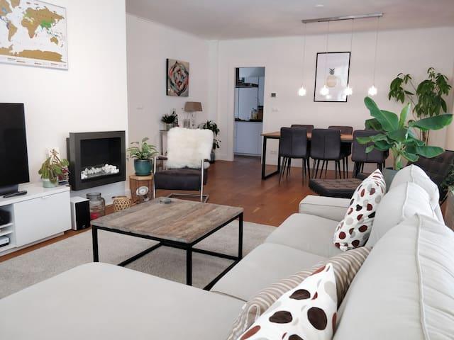 Spacious apartment w/ patio close to city centre
