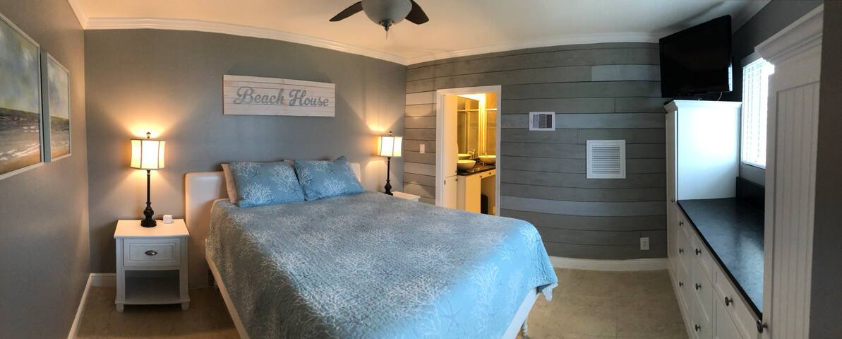 Upstairs Master sweet with queen size bed, full bath, laundry, and ocean view.
