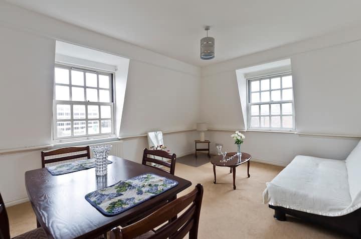 Modern One Bedroom in London