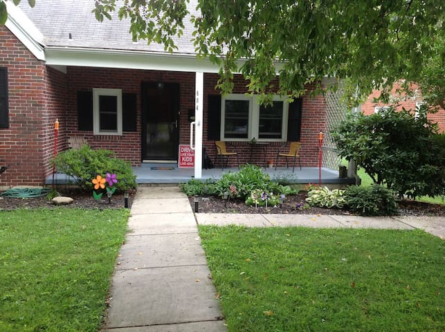 Quiet Neighborhood minutes from Downtown Frederick