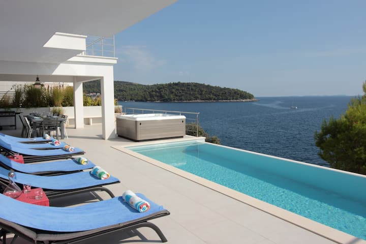 Modern Villa Carpe Korcula, next to the sea