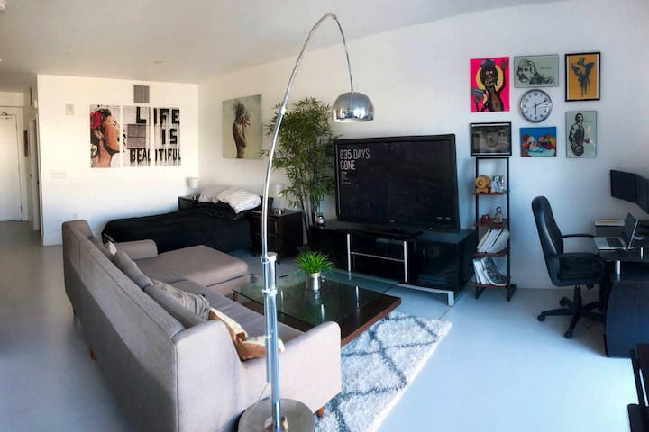 Modern Artistic Studio in the Heart of Downtown