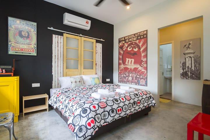 Havara (off Kelawei Road) - Room 4